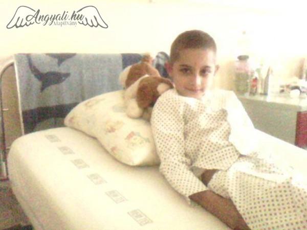 Szívátültetés előtt álló kisfiúnak kérünk segítséget