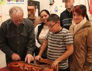 A kis Renátónak Citerát hozott a Jézuska a MÁTRIX Alapítvány jóvoltából