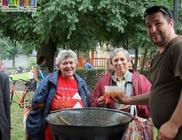 Tarjás lecsót főzött és osztott jótékonysági céllal a Mátrix Közhasznú Alapítvány