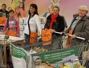 Egy tonnánál több élelmiszert gyűjtöttünk rászorulók megsegítésére Szegeden