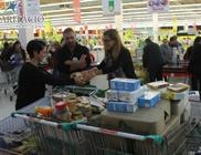 Többszáz kiló élelmiszert gyűjtött rászorulók megsegítésére Szegeden a Karitáció Alapítvány