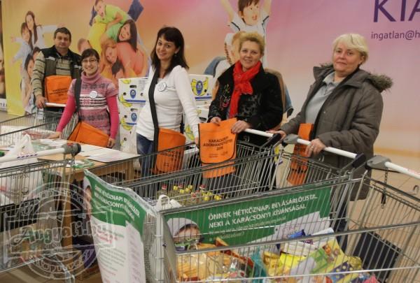 CIB Bankos élelmiszergyűjtő csapat támogatta élelmiszerosztásunkat