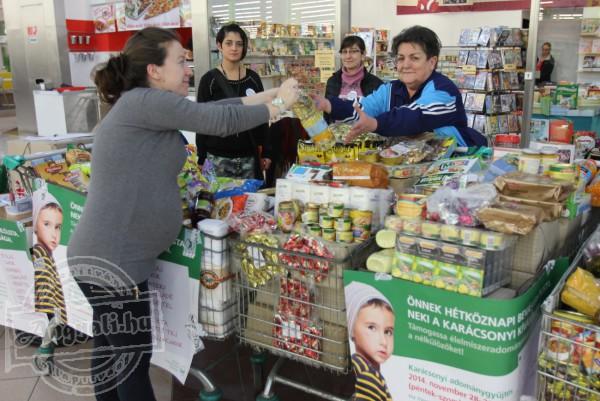 Élelmiszer gyűjtéssel gyarapítottuk az élelmiszerosztás készletét