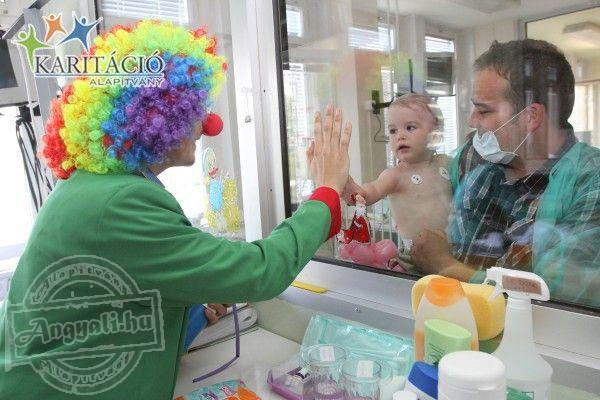 Évente többszáz gyermek gyógyulásában segédkezik a Karitáció Alapítvány bohócdoktor csapata!