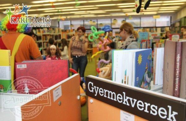 Gyermekkönyvtárban jótékonykodtak a Karitáció Alapítvány Bohócdoktorai