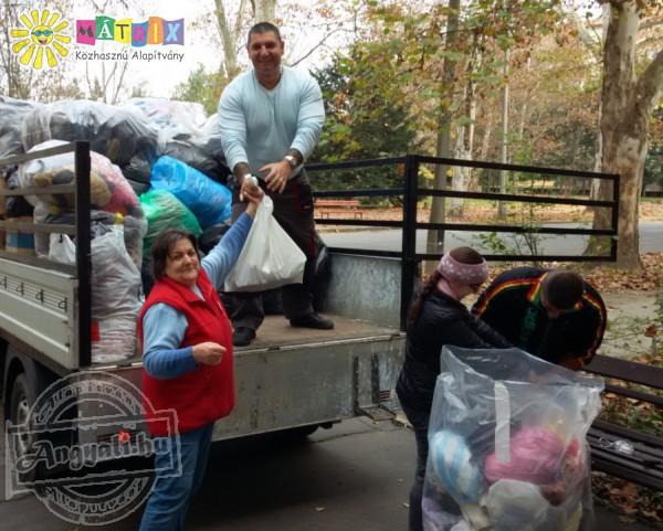 Tápióbicskeiek kaptak tonnányi ruhát és cipőt