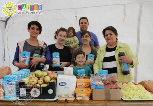 Élelmiszert osztó önkéntes csapat - Mátrix Közhasznú Alapítvány