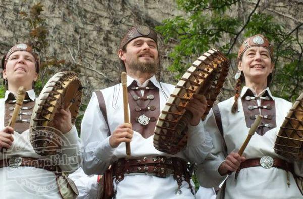 Regélő Fehér Táltos Hagyományőrző Dobcsapat - Hagyományőrzés, kulturális tevékenység